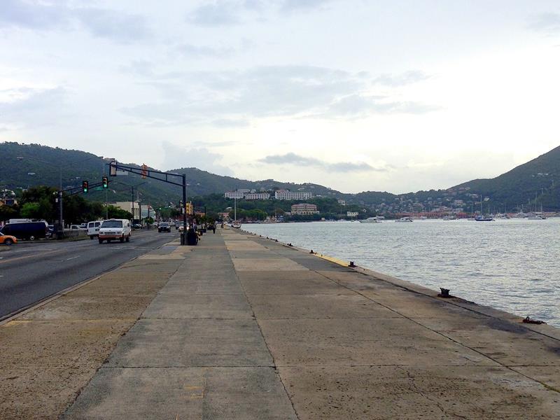 Die Promenade in Charlotte Amalie, der Veterans Drive