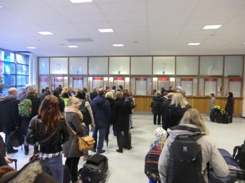 Der Check-In im Fährterminal von Stockholm