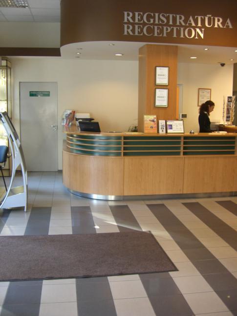 Die Rezeption und Lobby des Ecotel Vilnius