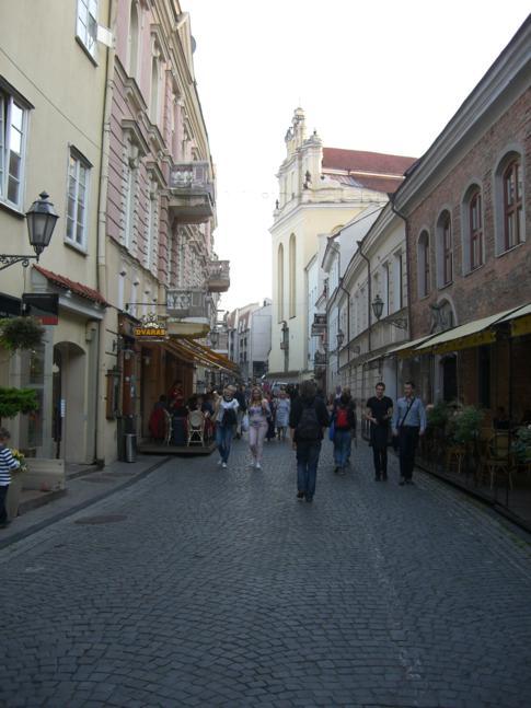 Die pilies gatve, Haupt-Fußgängerzone und Restaurantmeile in Vilnius