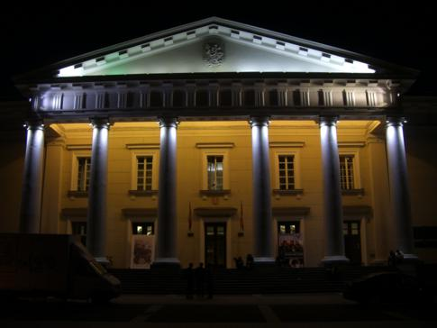 Das Rathaus von Vilnius bei Nacht