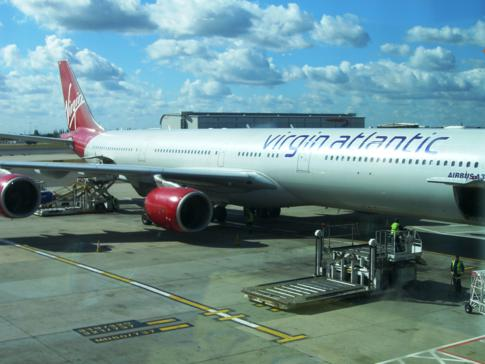 Ein Airbus der Airline Virgin Atlantic am Flughafen London-Heathrow