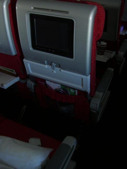 Der Sitz in der Economy Class bei Virgin Atlantic in der Boeing 747-400