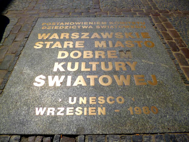 Denkmal zur Aufnahme der Altstadt von Warschau als Unesco-Weltkulturerbe