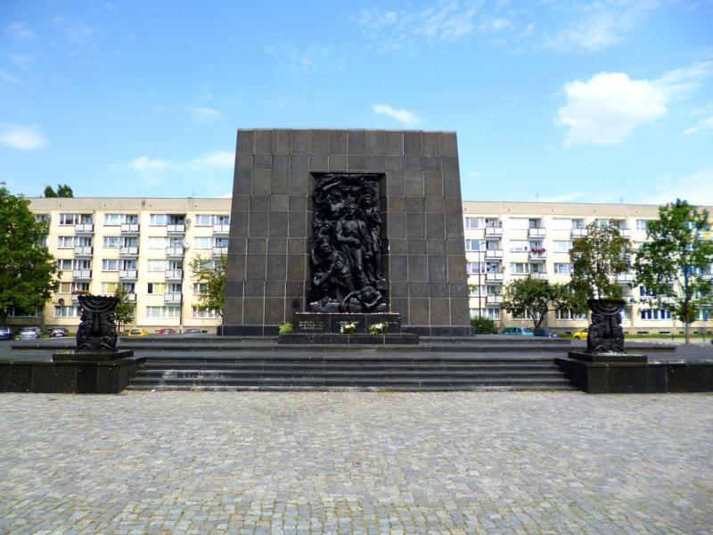 Das Monument zum Aufstand im Warschauer Ghetto