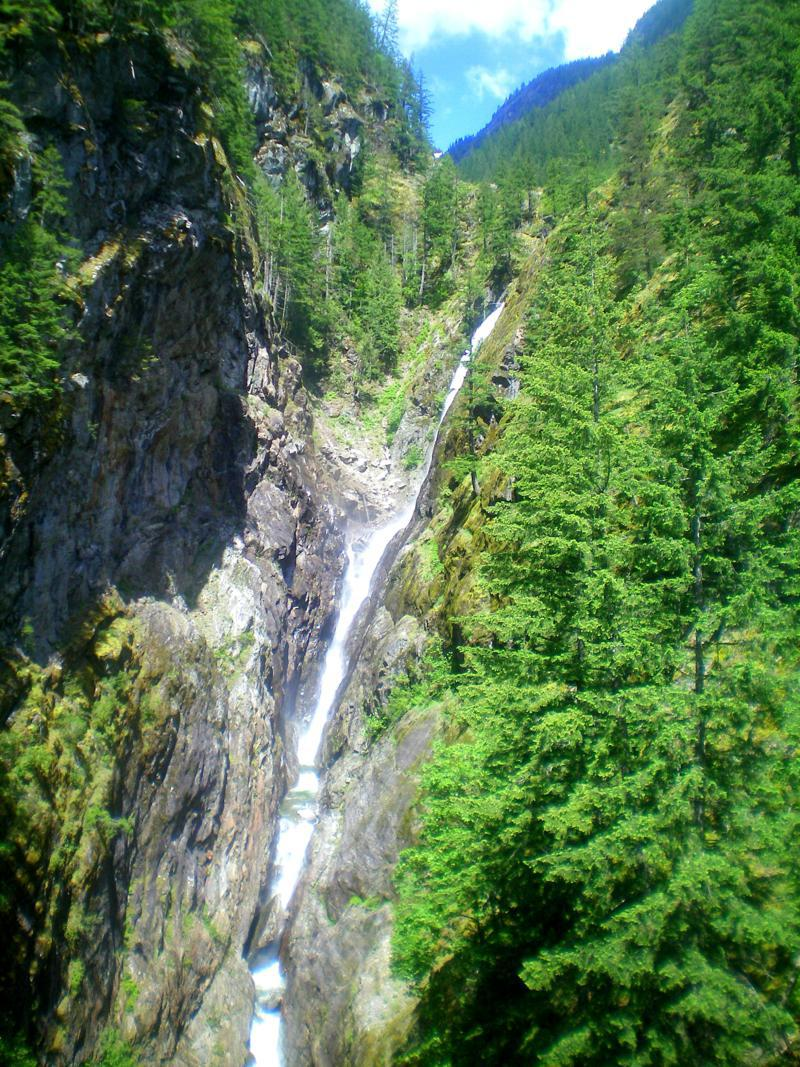 Die Gorge Creek Falls im North Cascades National Park