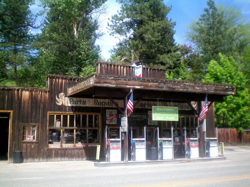Das kleine Westerndorf Winthrop in Washington State