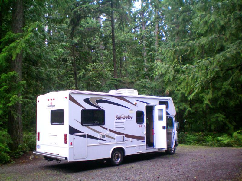 Ein Wohnmobil von CanaDream auf einem Campground