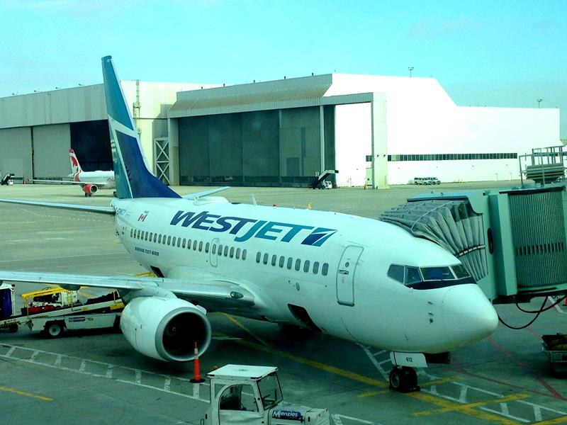 Eine Westjet-Maschine am Flughafen von Toronto