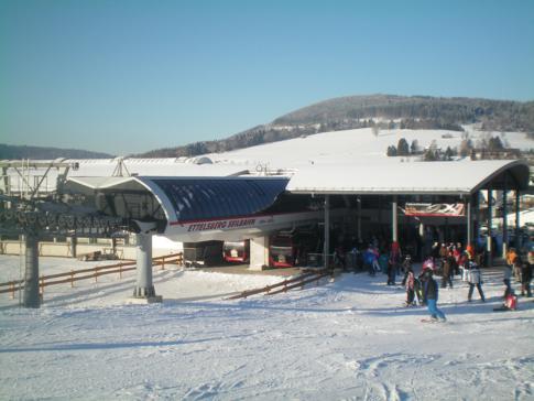 Die Talstation der Ettelsberg-Seilbahn im Skigebiet Willingen im Sauerland