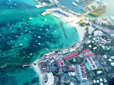 Blick auf die Simpson Bay nach dem Start vom Princess Juliana Airport in St. Maarten