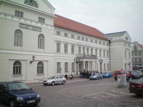 Das Rathaus auf dem Marktplatz von Wismar