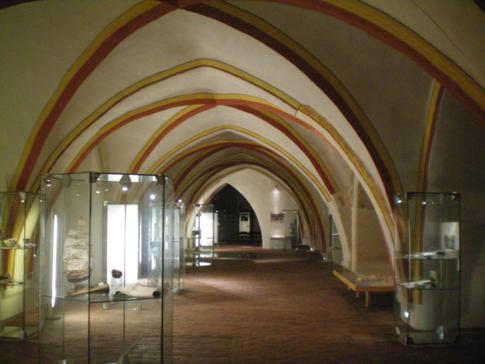 """Die Ausstellung """"Wismar - Bilder einer Stadt"""" im Kellergewölbe des Rathaus"""