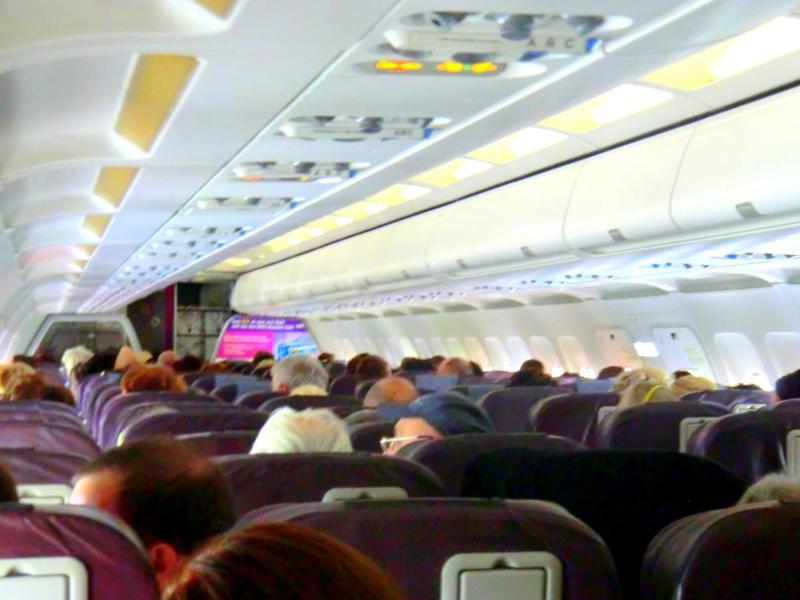 Die Kabine bei Wizz Air auf dem Flug von Budapest nach Targu Mures