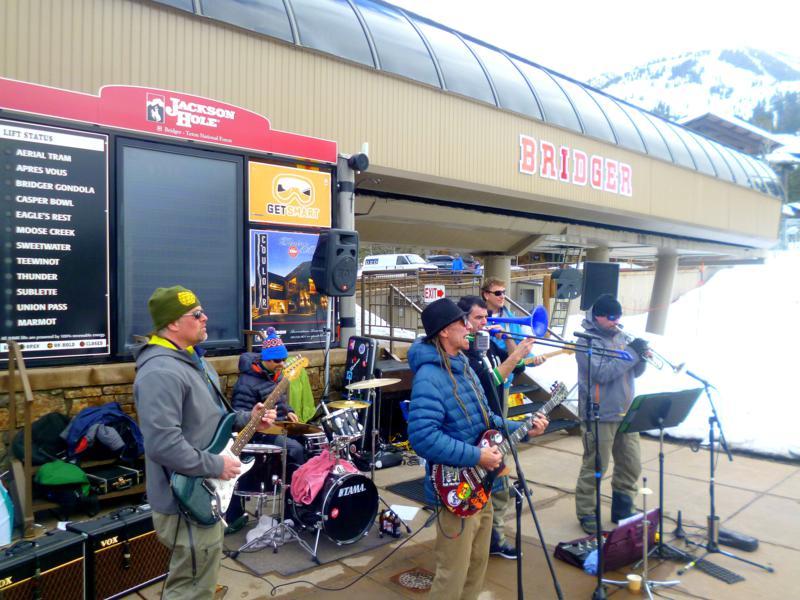 Live-Musik an der Bridger Gondola im Skigebiet von Jackson Hole