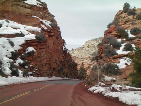 Hinter jeder Kurve wartete im Zion Canyon ein neues Motiv