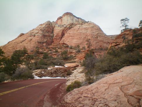 Beeindruckender Straßenverlauf im Zion Canyon