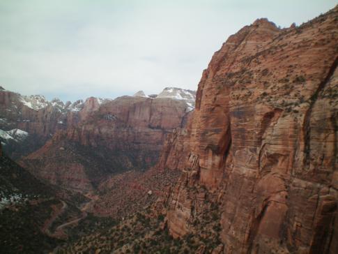 Ausblick vom Endpunkt des Overlooks Trails im Zion Canyon